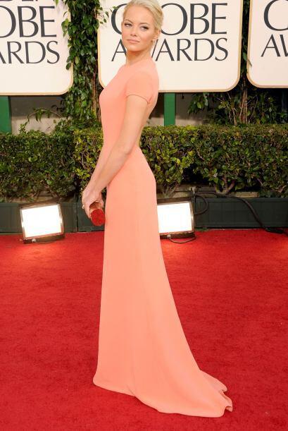 Uno de los vestidos más lindos que le hemos visto es este Calvin Klein q...