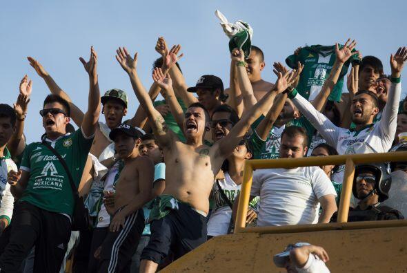 Pero la porra del León, el actual bicammpeón de México, no se quiso qued...
