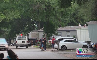 Residentes de esta zona de Austin viven con miedo de que un árbol caiga...