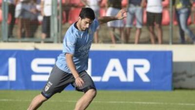 Luis Suárez podrá jugar contra los ingleses, pero aún no está al cien po...