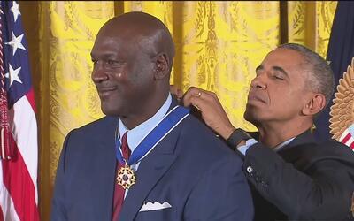 Barack Obama le dio a Michael Jordan la Medalla Presidencial de la Libertad