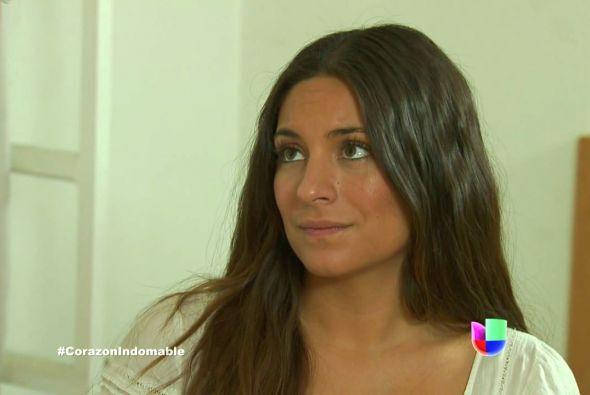 Maricruz habla con Serafina y le comenta que el señor Alejandro es un gr...