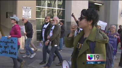 Llegan hasta el Capitolio estatal para protestar contra órdenes ejecutiv...