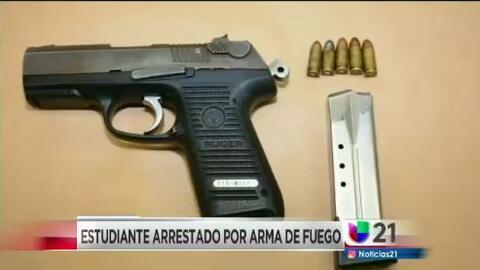 Estudiante arrestado por arma de fuego