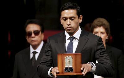Iván Aguilera, albacea de Juan Gabriel, reacciona ante la noticia del hi...
