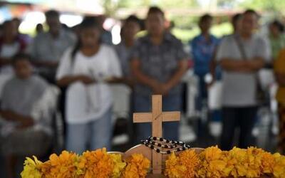 Los padres de los estudiantes asesinados y de los 43 desaparecidos en Ig...