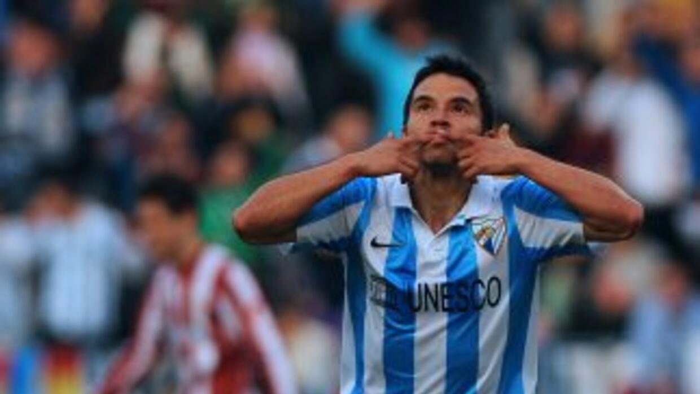 Jvier Saviola celebra el gol del triunfo del Málaga.