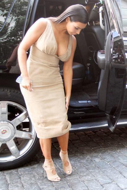 De inmediato se acomodó el vestido.Mira aquí los videos m&...