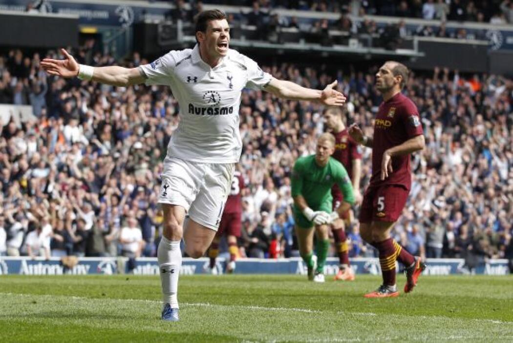 Finalmente, el galés Gareth Bale aparece en la mitad de campo por otro p...