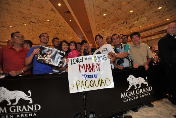 En el MGM Grand hubo más fanáticos filipinos, con pancartas mostraron el...