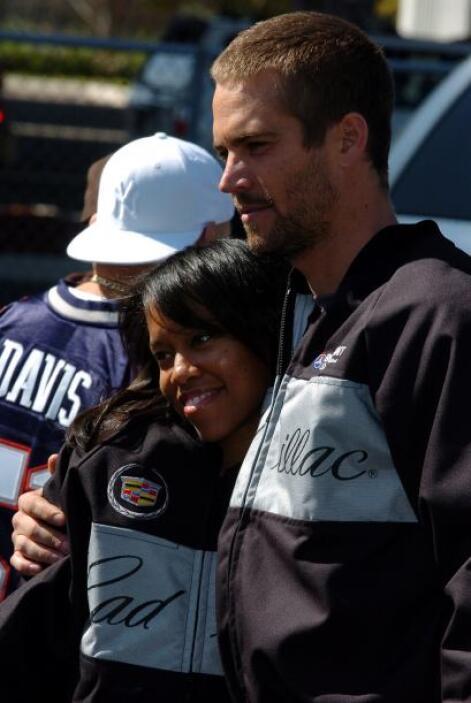 Paul tomándose la foto del recuerdo con su amiga, la actriz Regina Walker.