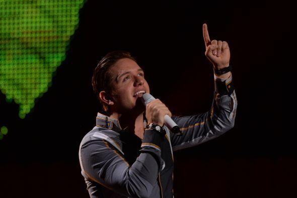 El Dasa preparó sus botas y entonó el tema que cantará en Premios Juventud.