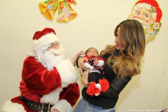 Siguiendo su tradición navideña, la presentadora de Univisión y exitosa...