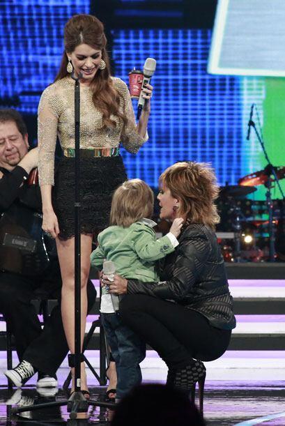 La Guzmán jugó con el nene.