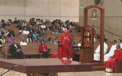 Temor a las redadas de ICE y desinterés religioso vacían las iglesias de...