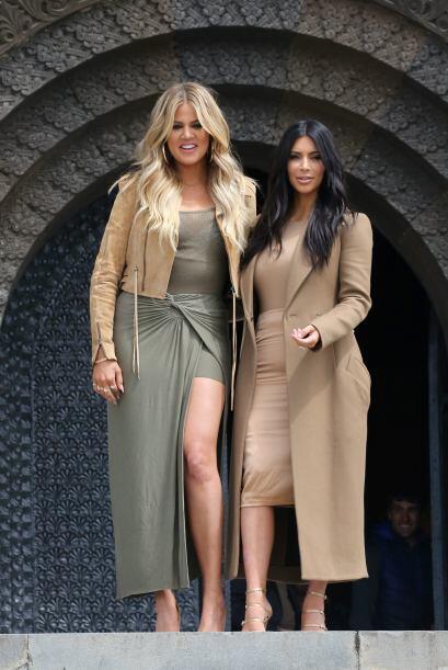 Khloe y Kim estaban felices con su visita.