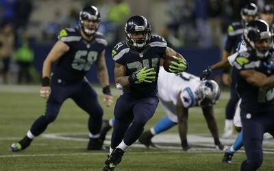 Thomas Rawls corrió más de 100 yardas por los Seahawks.