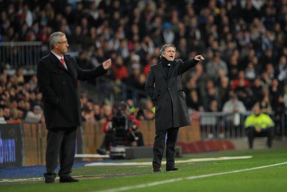 Los técnicos, Gregorio Manzano y José Mourinho, veína el encuentro con s...