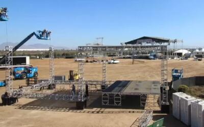 Así se construye el escenario del concierto RiseUp As One