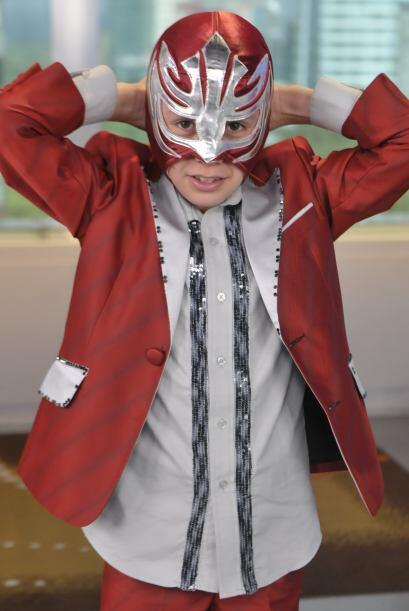 El pequeño aclaró que su máscara , aunque era parte...