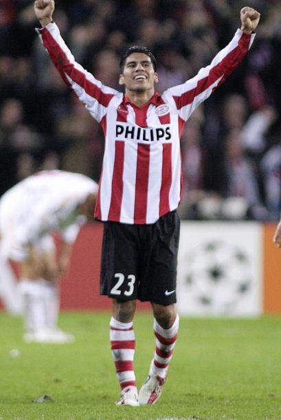 Salcido fue titular indiscutible en el club y en 2007 se alzó con...