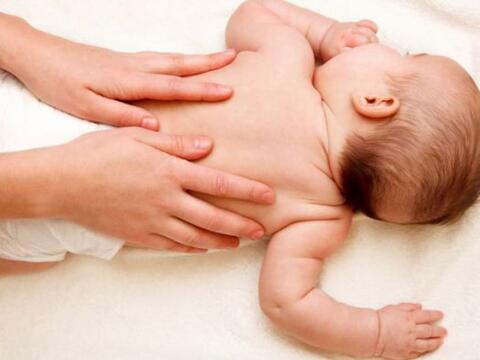 Los bebés recién nacidos pueden presentar diferentes afecc...