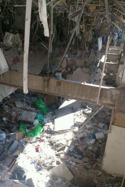 3. El 31 de enero una fuerte explosión sacudió las oficinas centrales de...