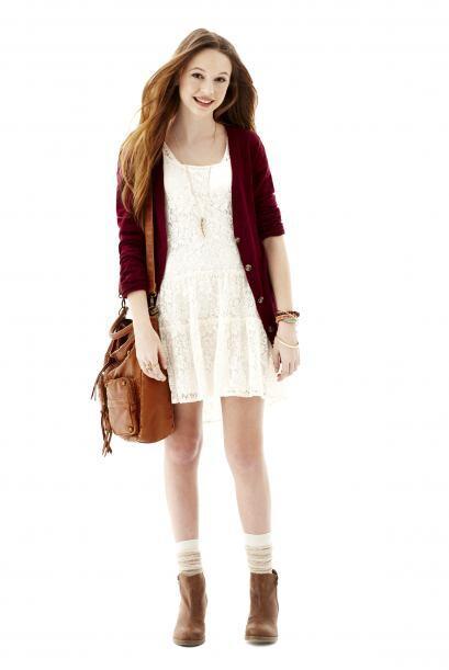 Otro 'must' de temporada es el vestido casual y de colores claros.