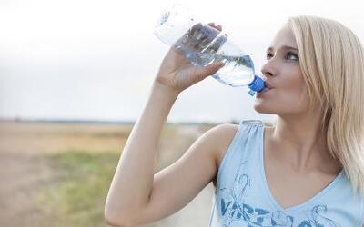 Vida Sana con Cecilia: ¿las botellas de plástico pueden ser tóxicas?