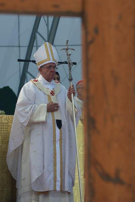 """¿Adónde nos envía Jesús?, se preguntó el papa, que contestó que """"no exis..."""
