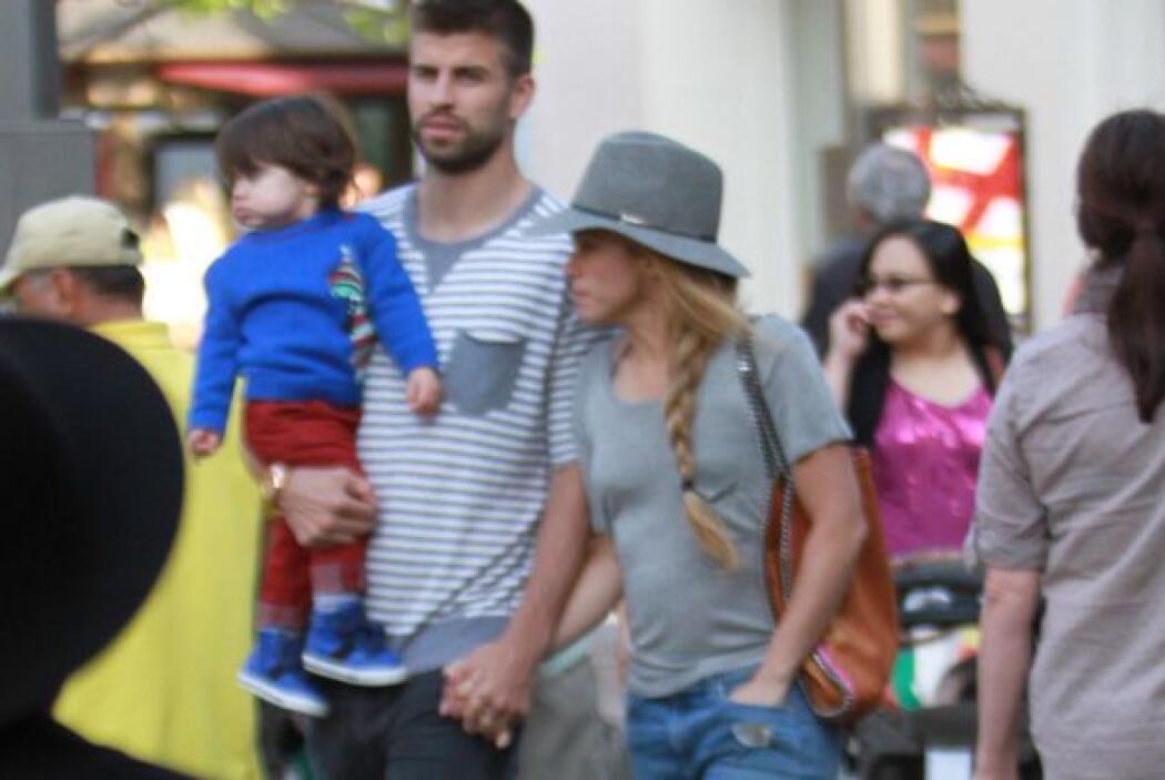 No piensen mal, hablamos de su novio Gerard Piqué y de su hijo Milan.Mir...