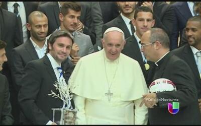 El Papa Francisco reunió a 50 estrellas del futbol