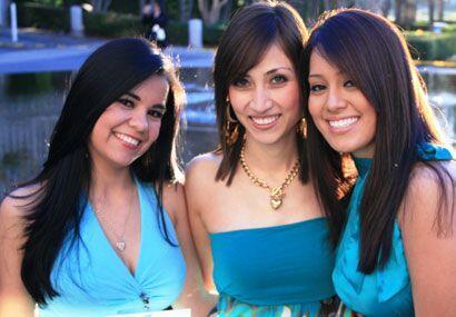 Aunque los colores de algunos vestidos eran muy similares, las chicas nu...