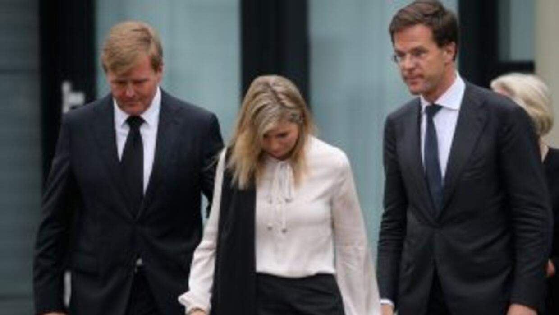 Los familiares de las víctimas holandesas del accidente de avión mantuvi...