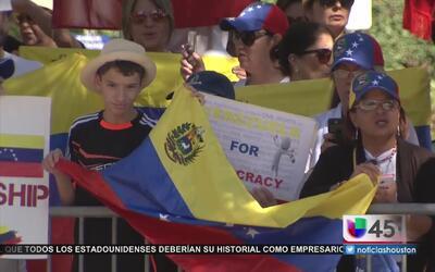 Protesta pacífica de venezolanos en Houston