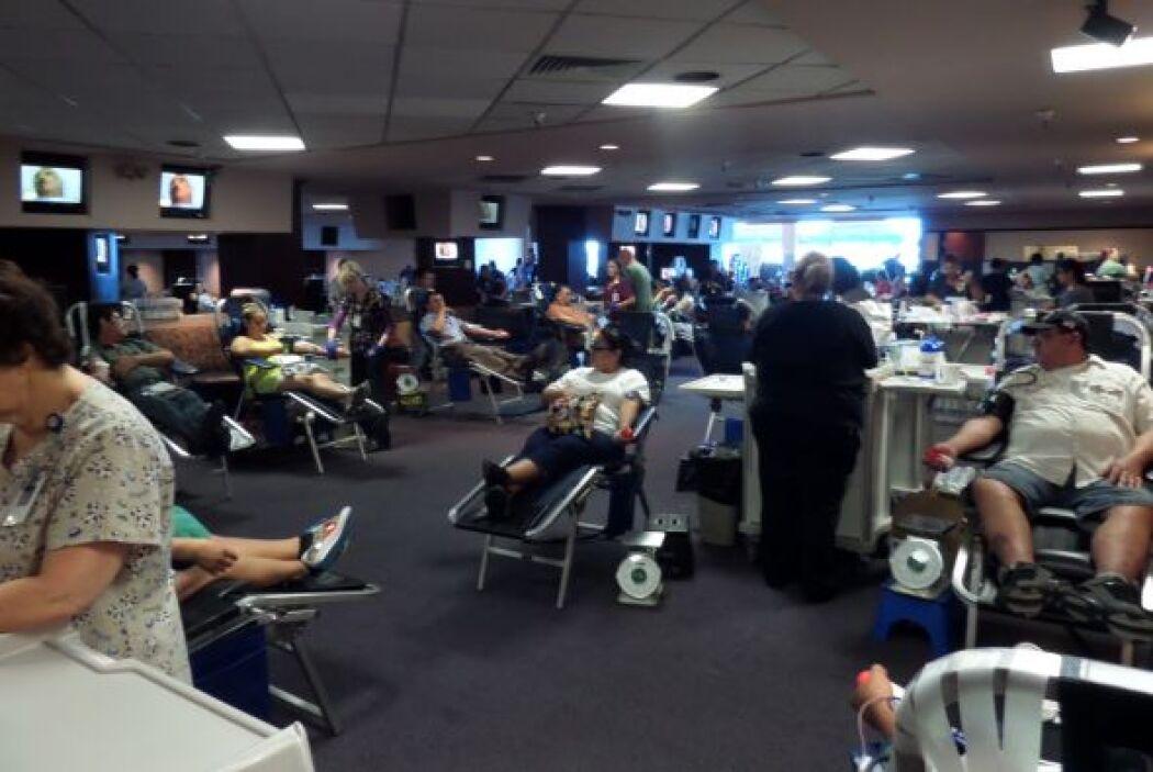 Cientos de personas acudieron a nuestro evento de donación de sangre. Gr...