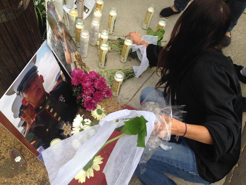 Una emotiva vigilia recordó a Carlos Segovia, el marine que muri&...