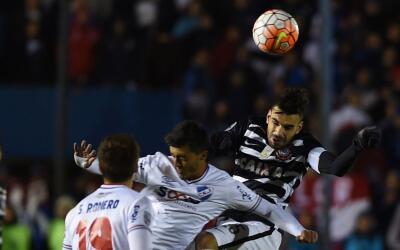 Nacional no pudo hacer pesar su cancha ante Corinthians.