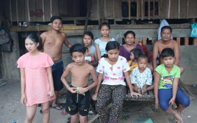 La familia camboyana a quien Brad y Angelina ayudan.