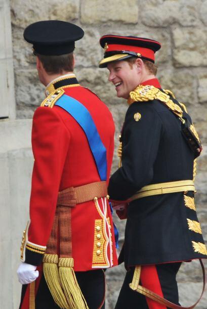 Impecable el traje de la Armada Real que supera los $5 mil dólares de va...