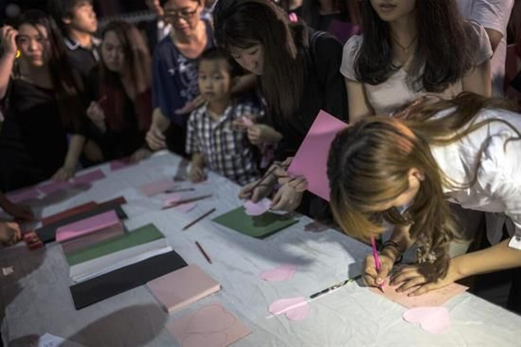 Decenas de persona acompañaron a los familiares de las víctimas.