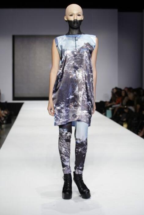 Otra de las alternativas fueron los blusones largos, combinados con legg...