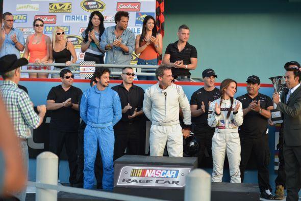 """Ahora sí, oficialmente anuncian a """"Checo"""" ganador de la carrera."""