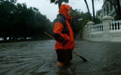 Matthew, ya degradado a categoría 1, descarga fuertes lluvias en Carolin...