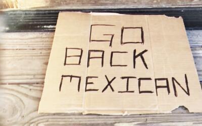 El letrero racista convertido en un reclamo a favor de los inmigrantes e...
