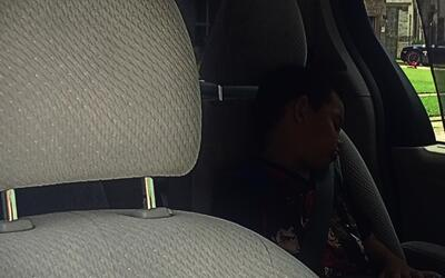 Autoridades buscan prevenir muertes infantiles en vehículos.