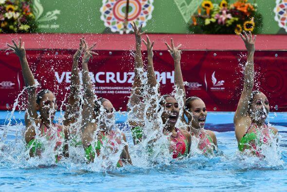 La estética y plasticidad del nado sincronizado también brilló en los Ju...
