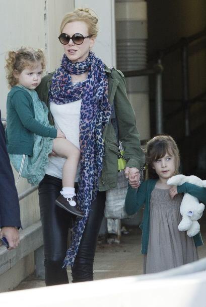 Nicole Kidman y sus nenas, muy seriecitas. ¿Nadie se sabe un chis...