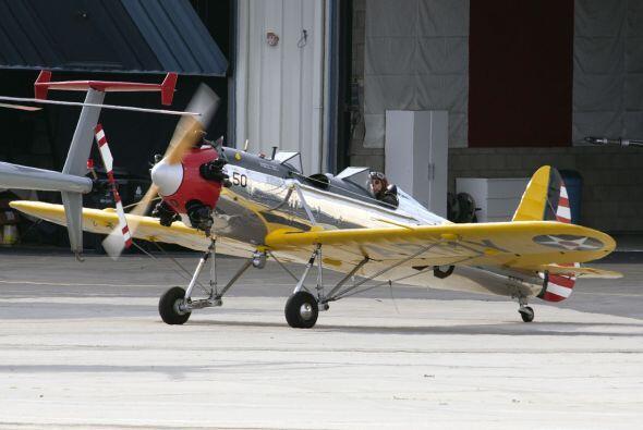 Estas fotografías de Ford piloteando su avión fueron tomad...