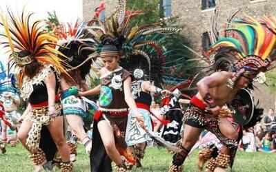 El grupo de Danza Azteca Tlacalel, mantiene viva la rica mezcla de músic...